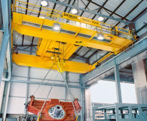 A process crane equipped with 100/100-tonne open winch units
