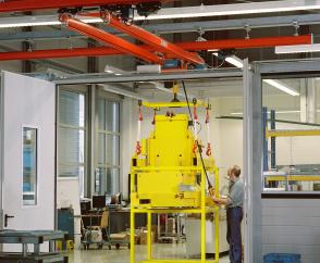 Crane with KBK II profile sections and internal conductors