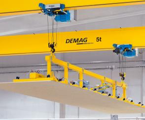 Cranes equipped with 5-tonne DR-Pro rope hoists