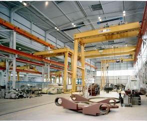 Crane sets for double-girder semi-portal cranes