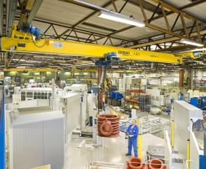 Column-free handling: EKDE suspension crane and DR-Pro rope hoist