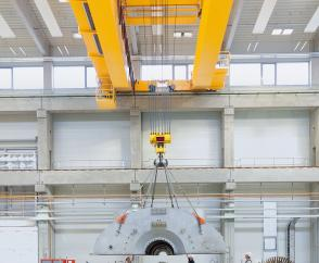 Process crane equipped with an MPW crab for assembling turbines